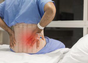 Schmerzen bei Wirbelfraktur aufgrund von Knochenschwund Köln