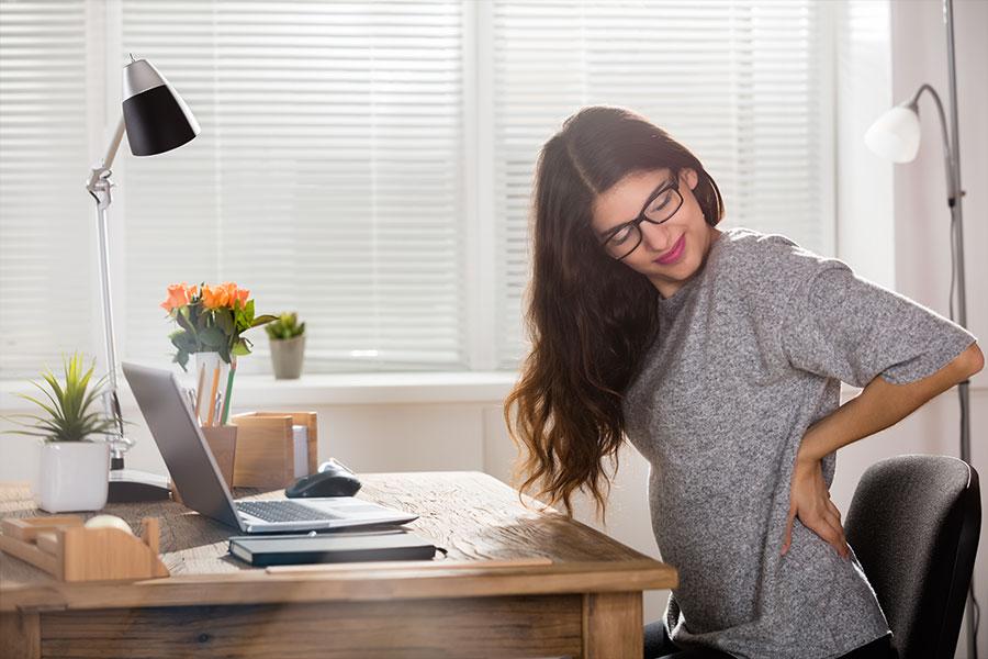 Rückenschmerzen im Homeoffice vorbeugen